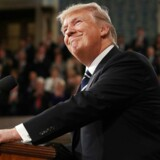 Donad Trump har udvis en mindre aggresiv og mere forsonende præsidentiel stil de seneste dage - på såvel Twitter som i sin store tale i Kongressen tirsdag - og det er der en god grund til. POOL / JIM LO SCALZO