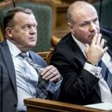 Lars Løkke Rasmussen (V) og Søren Gade (V) under Folketingets åbningsdebat. Begge kæmper for at finde et kompromis mellem strammere og slappere i udlændingepolitikken.