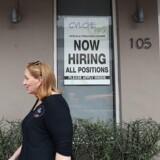 I USA voksede beskæftigelsen uden for landbruget med 222.000 i juni, og det er langt højere end forventningerne.