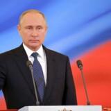 Vladimir Putin er blevet taget i ed som Ruslands præsident i endnu 6 år.