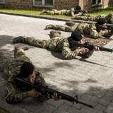 Værnepligtige rekrutter under træning på Høvelte Kaserne.