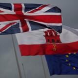 Union Jack ved siden af det Gibraltaiske flag og det Europæiske.