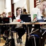 Som et forsøg havde en række af landets elever i 9. klasse adgang til internettet i de skriftlige afgangsprøver i engelsk, tysk og fransk sidste og forrige år. Undervisningsminister Merete Riisager (LA) vil nu stoppe forsøget. Arkivfoto.