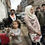 Syriske flygtninge har slået sig ned foran Udlændingestyrelsen i København i protest mod, at deres sager bliver ved med at blive udsat.