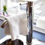 (ARKIV) Karklud. En fugtig karklud med madrester, som ligger og lumrer på kanten af håndvasken giver perfekte vækstbetingelser bakterier. Det samme gælder håndklædet ved vasken, som kommer i berøring med en masse hænder på en dag. Skriver Ritzau den 29. november 2017( . (Foto: Bax Lindhardt/Scanpix 2017)