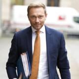 De komplicerede regeringsforhandlinger mellem fire partier, der aldrig tidligere har dannet regering på forbundsniveau, får nu flere tyske medier til at spekulere i udsigterne til et nyvalg. Og spekulationerne er ikke blevet mindre af, at den liberale partiformand Christian Lindner har sendt et klart signal til de Grønne om, at »FDP ikke er bange for nyvalg«.