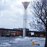 Jensens Bøfhus på Holbæk Havn led i går under de massive vandmasser, som stormen Bodil sendte ind på land. På adskillige sjællandske kyststationer målte man i løbet af fredagen den højeste vandstand, der er registreret i moderne tid: Op mod to meter over daglig vande.