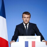 Bekæmpelsen af islamistisk terrorisme er helt central for Frankrig, siger Macron i tale til ambassadører.