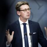 Skatteminister Karsten Lauritzen præsenterer regeringens plan for et nyt skattevæsen på et pressemøde i Spejlsalen i Statsministeriet tirsdag. (Foto: Liselotte Sabroe/Scanpix 2017)