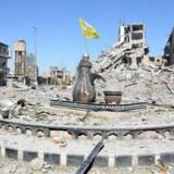 Al-Na'im-rundkørslen i Raqqa, også kendt som »Helvedesrundkørslen«. Rundkørslen blev benyttet af Islamisk Stats bødler til halshugninger, korstfæstelser og andre offentlige straffe. Den er nu erobret af de demokratiske syriske styrker.
