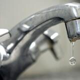 Vandet i forbrugernes haner beskattes langt hårdere, end vandselskaberne mener er rimeligt. De vil have politikerne til at gribe ind. Ellers truer en milliardretssag. Scanpix/Jørgen Jessen