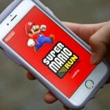 »Super Mario Run« har sat popularitetsrekord og er blevet hentet til millioner af telefoner, men få betaler for at spille videre, når de gratis baner er gennemført. Arkivfoto: Kim Kyung-Hoon, Reuters/Scanpix