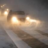 Det har sneet i stort set hele Danmark i løbet af natten, og selvom der torsdag morgen er saltet de fleste steder, opfordres bilister til at køre afsted i god til torsdag morgen og holde ekstra afstand til forankørende.
