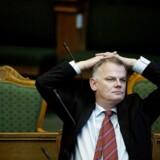 »Vi har en forbandet pligt til at sørge for, at folk, som får statsborgerskab, også er danske,« siger DFs Christian Langballe.