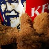Kiwierne kan nu kombinere kyllingevinger og postlevering. Postvæsnet samarbejder med fastfoodkæden KFC om at levere til døren.