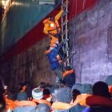 »Alexander Mærsk« befinder sig ud for Sicilien med over 100 reddede mennesker om bord. Uholdbart, lyder det.
