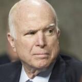 John McCain er først tilbage i Washington til januar. Dermed er Republikanernes flertal bag reform i fare.