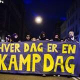 Phillip Kjær Luscombe opfordrer sin egen generation til at gå på barrikaderne. Her et foto fra marts 2007, hvor omkring 4.000 mennesker demonstrerede i anledning af kvindernes internationale kampdag og protest mod fjernelsen af Ungfdomshuset.