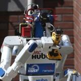 »Hvad lavede du så i weekenden?« Mange har udsigt til en robot som kollega eller konkurrent til jobbet i fremtiden. Her er det en robot til et Pentagon-projekt om at håndtere menneskeskabte katastrofer. Foto: AFP