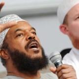 Arkivfoto: Bilal Philips (tv.) mener ikke, at han hører til på en liste af mennesker, som ifølge den danske regering prædiker had.