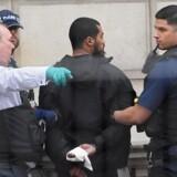 Britisk politi har anholdt en mand for våbenbesiddelse ved Whitehall i London. Reuters/Toby Melville