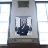 Portrætet af fhv. statsminister Helle Thorning-Schmidt blev fredag afsløret på Christiansborg. Det er maleren Ditte Ejlerskov, der har malet portrættet.