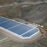 Tesla har også planer om at bygge en giga-fabrik. I 2014 tog Tesla det første spadestik til den såkaldte »Gigafactory« udenfor Sparks i Nevada i juni 2014.