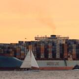 Adrian Maersk forlader New York Harbor i New York City, USA 27. juni 2017. Mærsk har 600 skibe på verdensplan, og hver syvende container i verden fragtes af selskabet, derfor er det ikke bare en dansk nyhed, når selskabet lægges ned af et hackerangreb. REUTERS/Brendan McDermid