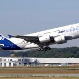 30 % af franske flyankomster skal aflyses, som følge af strejker.