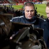 Carsten Werge (tv.) og Per Frimann er dansk fodbolds mest prominente kommentatorpar og har gennem mere end 20 år siddet side om side. Billedet her er fra optakten til en Champions League-kamp mellem Manchester United og FC København i Parken 1. november 2006.