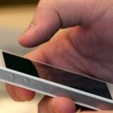 En iPhone 4 som denne har været hovedperson i en - vil de fleste nok mene - bizar retssag, hvor Apple har nægtet at betale pengene tilbage til en dansk køber men har insisteret på, at en byttetelefon med delvis brugte dele var at betragte som en ny telefon - og dernæst lagde sag an mod køberen, fordi han nægtede at frafalde sit krav. Arkivfoto: David Paul Morris, Getty Images/AFP/Scanpix