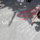 Tirsdagen igennem gav folk i Manchester udtryk for deres sorg. Foto: Darren Staples/ Reuters