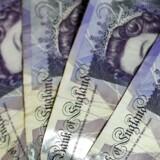 En britisk kvinde fandt 20 pund og beholdt pengesedlen. Det skulle hun aldrig have gjort. Et halvt år efter har hun efter to besøg hos politiet og en tur i retten fået en betinget dom og en bøde for tyveri. Foto: AFP