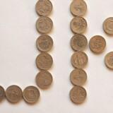 Arkivfoto. De gamle ét-pundmønter er for lette at forfalske og bliver nu erstattet af en ny 12-kantet udgave.