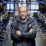 """Øko Landmand Torben Sønderby fotgraferet ved malkeanlæggetpå gården """"KLINK """" ved Spjald"""