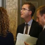 Miljø- og fødevareminister Esben Lunde Larsen ankommer til samråd om fiskekvoter fredag 31. marts 2017 (Foto: Jens Astrup/Scanpix 2017)