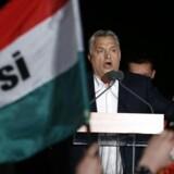 Ungarns indvandringskritiske premierminister, Viktor Orban, vandt en jordskredssejr ved søndagens valg.