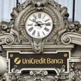 Arkivfoto. Bunden af det brede europæiske aktieindeks, Stoxx 600, er brolagt med italienske banker onsdag middag. Med til at tynge markedet er dog også usikkerheden op til folkeafstemningen i Italien 4. december om en forfatningsændring.
