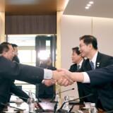 Nord- og Sydkorea har holdt tre møder i 2018. Her lederen af den nordkoreanske delegation, Jon Jong-su, og dennes sydkoreanske modstykke, Chun Hae-sung, under et møde i Panmunjom. Reuters/Stringer