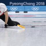 Skipper Rasmus Stjerne og de øvrige curlingherrer spiller kun for æren i de sidste to kampe. Reuters/Toby Melville
