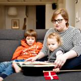 Jannie Tolstrup fra Esbjerg med børnene Asger på 7 år og Freja på 2, 5 år. Jannie kritiserer børneminister Mai Mercado og den forældrebashing, hun mener vi som samfund er i gang med at skabe.