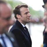 Emmanuel Macron bliver formelt indsat som Frankrigs præsident søndag. Han afløser François Hollande.