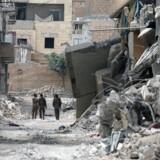 Arkivfoto. Syriens Demokratiske Styrker, der støttes af den USA-ledede koalition, kæmper mod IS i den syriske by Raqqa.