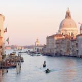 Vær forberedt. Det Venedig, der møder én om vinteren, er den ortogonale oplevelse af sommerens menneskemættede turistmagnet. Foto: Julie Nielsen