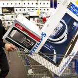 Det er de store TV-skærme, der sælger - både i Danmark og Sverige. Men ellers er svenskernes indkøbsbegejstring for hjemmeelektronik taget af i begyndelsen af 2014. Arkivfoto: Nils Meilvang