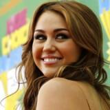 Inspireret af et nøgenbillede af Miley Cyrus går Chris Chaney en sen aften i gang med at planlægge hackerangreb på berømtheder.