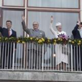 Der var kongelige på balkonen på Aarhus Rådhus onsdag d. 8. april 2015 i anledning af dronningens 75 års fødselsdag. Fra venstre ses kronprinsesse Mary, kronprins Frederik, prins Henrik, dronning Margrethe, prins Joachim og prinsesse Marie.