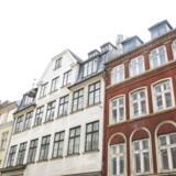 Ejendommen her på Store Strandstræde ved Nyhavn indgår i en portefølje af slidte erhvervsbygninger, Risikoen er lidt større, men renoveringen og »løftet« af ejendommene skulle over tid sikre PFA et højere afkast.
