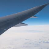 Dreamlinerens vinger er udstyret med højteknologiske måleinstrumenter, som reagerer så hurtigt på turbulens, at flyet selv kan nå at korrigere for det. Det betyder, at turen med Dreamlineren er en blødere og mere behagelig fornemmelse end man er vant til fra andre fly.