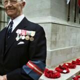 Den tidligere modstandsmand, fhv. overlæge Jørgen Røjel, deltager i mindeceremoni i London i 2000.